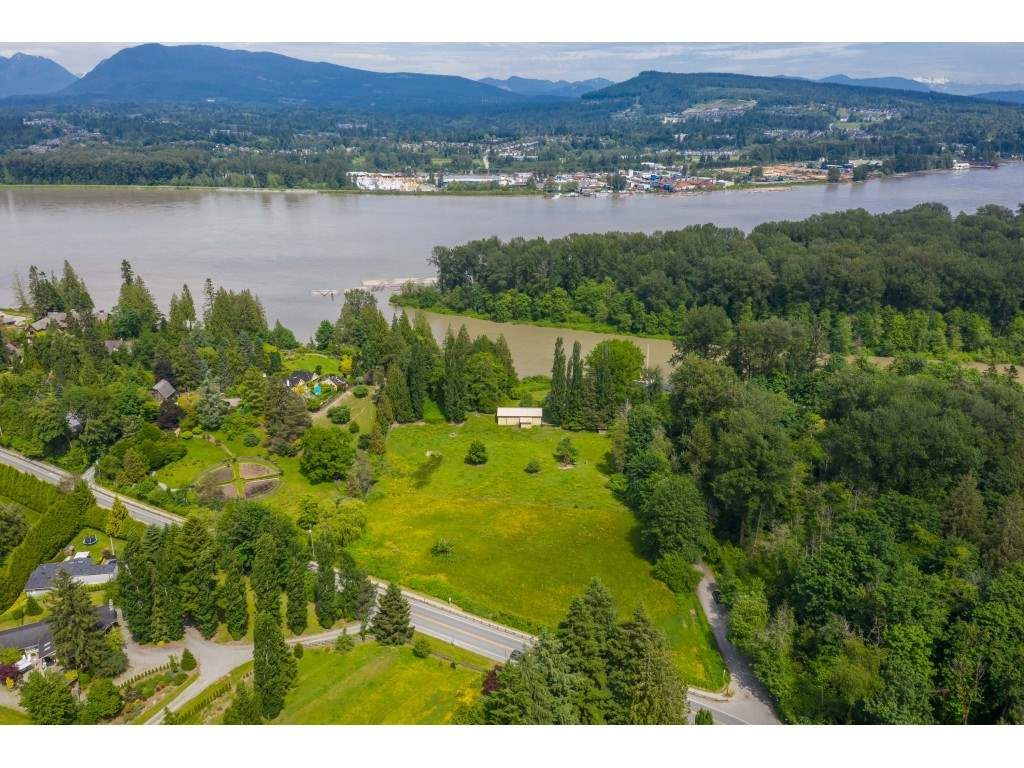Main Photo: 10114 ALLARD Crescent in Langley: Fort Langley House for sale : MLS®# R2459133