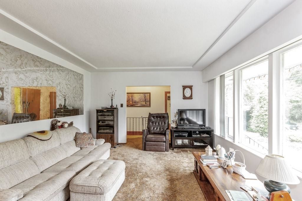 Photo 4: Photos: 1038 MARIGOLD Avenue in North Vancouver: Canyon Heights NV House for sale : MLS®# R2577593