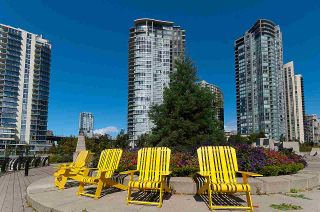 """Photo 1: 2302 583 BEACH Crescent in Vancouver: Yaletown Condo for sale in """"Park West 2 Yaletown"""" (Vancouver West)  : MLS®# R2179212"""