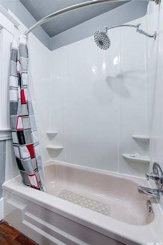 Photo 14: 401 25th Street West in Saskatoon: Caswell Hill Residential for sale : MLS®# SK870173