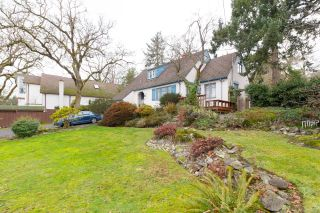 Photo 27: 1020 W Burnside Rd in : SW Strawberry Vale House for sale (Saanich West)  : MLS®# 859486