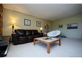 Photo 3: 302 1725 Cedar Hill Cross Rd in VICTORIA: SE Mt Tolmie Condo for sale (Saanich East)  : MLS®# 719908