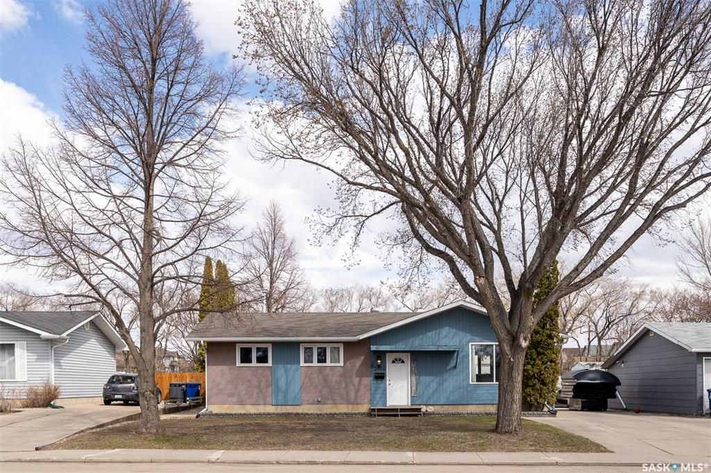 Main Photo: 2602 37th Street West in Saskatoon: Westview Heights Residential for sale : MLS®# SK858714