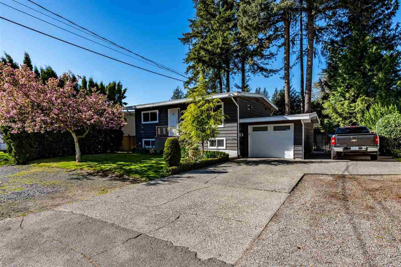 Photo 2: Photos: 34539 KENT Avenue in Abbotsford: Abbotsford East House for sale : MLS®# R2569540