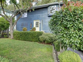 Photo 3: 736 CREEKSIDE Crescent in Gibsons: Gibsons & Area House for sale (Sunshine Coast)  : MLS®# R2624536