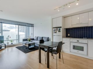 "Photo 2: 803 131 REGIMENT Square in Vancouver: Downtown VW Condo for sale in ""SPECTRUM 3"" (Vancouver West)  : MLS®# R2072638"