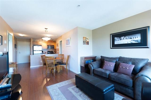 Main Photo: 702 415 E Columbia Street in New Westminster: Condo for sale : MLS®# R2272145