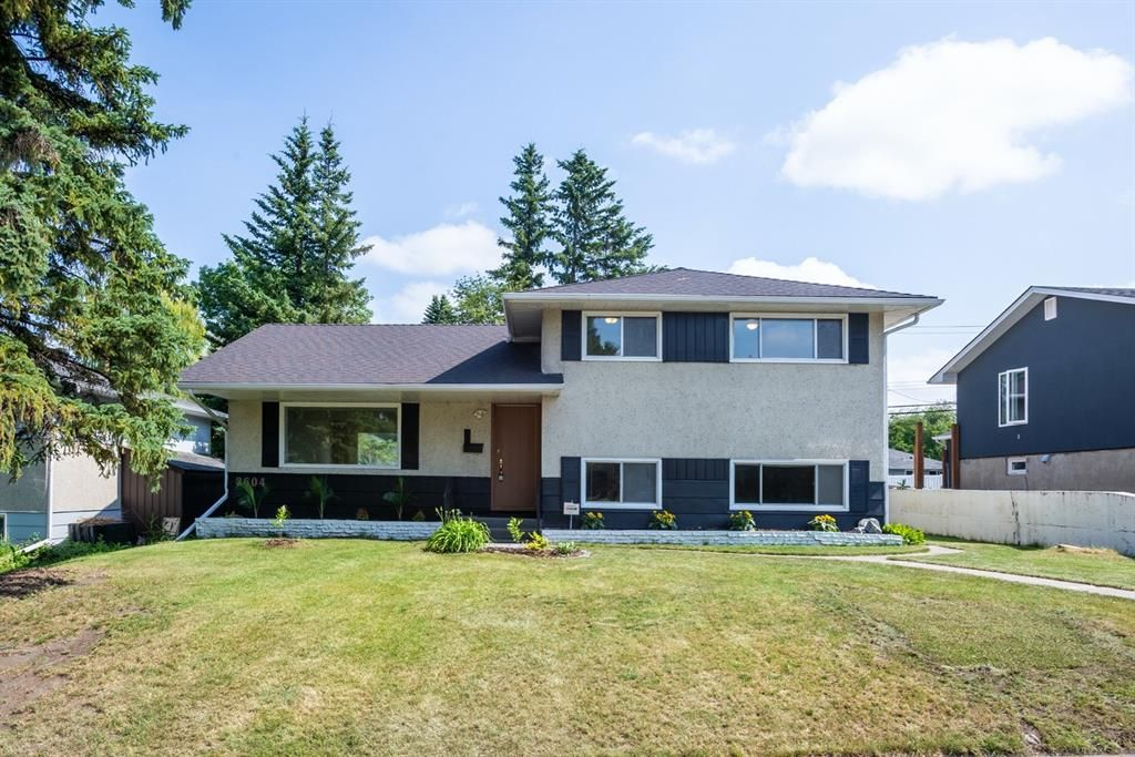 Main Photo: 2604 CHEROKEE Drive NW in Calgary: Charleswood Detached for sale : MLS®# A1019102