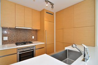 "Photo 1: 1601 565 SMITHE Street in Vancouver: Downtown VW Condo for sale in ""VITA"" (Vancouver West)  : MLS®# R2013406"