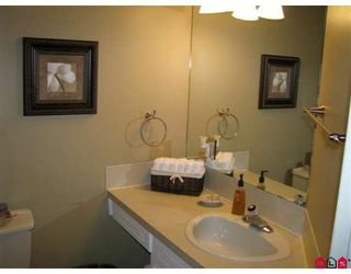 "Photo 6: 204 1437 MARTIN Street in White_Rock: White Rock Condo for sale in ""Heatherstone"" (South Surrey White Rock)  : MLS®# F2824156"