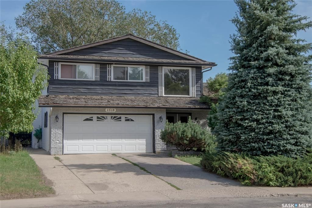Main Photo: 1518 Byers Crescent in Saskatoon: Westview Heights Residential for sale : MLS®# SK869578