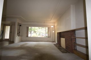 Photo 4: 2666 E 6TH Avenue in Vancouver: Renfrew VE House for sale (Vancouver East)  : MLS®# R2510192