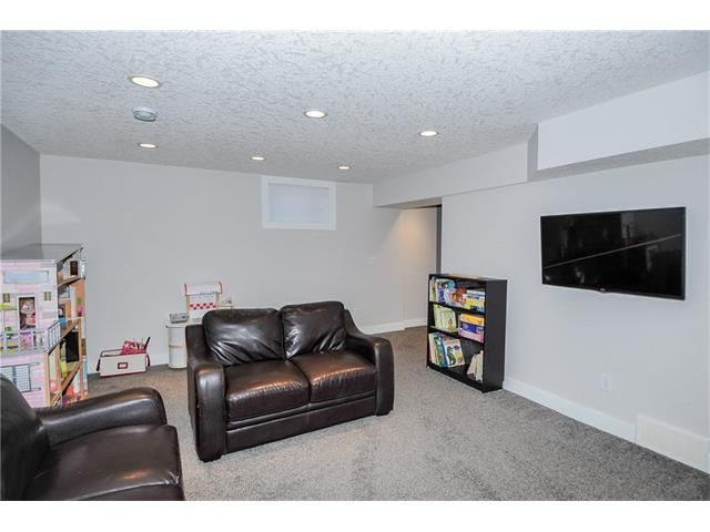 Photo 10: Photos: 1912 GLENWOOD Drive SW in Calgary: Glendale House for sale : MLS®# C4093243