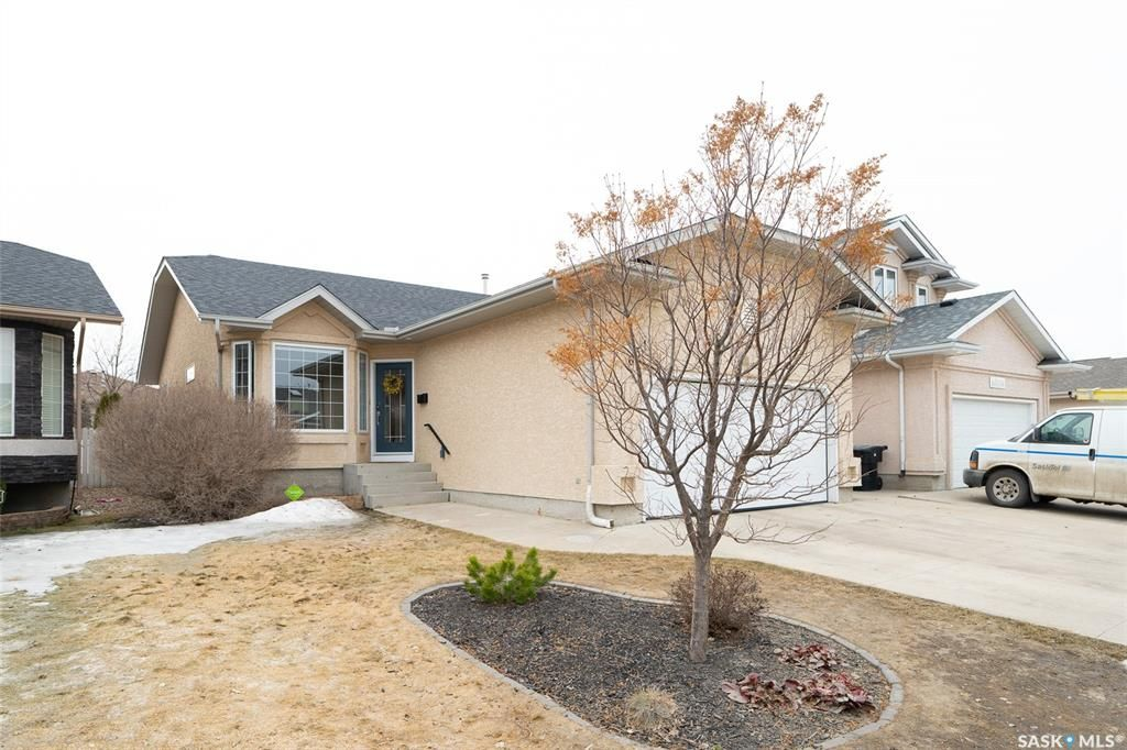 Main Photo: 631 Guenter Crescent in Saskatoon: Arbor Creek Residential for sale : MLS®# SK848856