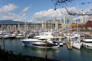 """Photo 21: 405 1490 PENNYFARTHING Drive in Vancouver: False Creek Condo for sale in """"Harbour Cove"""" (Vancouver West)  : MLS®# R2615809"""
