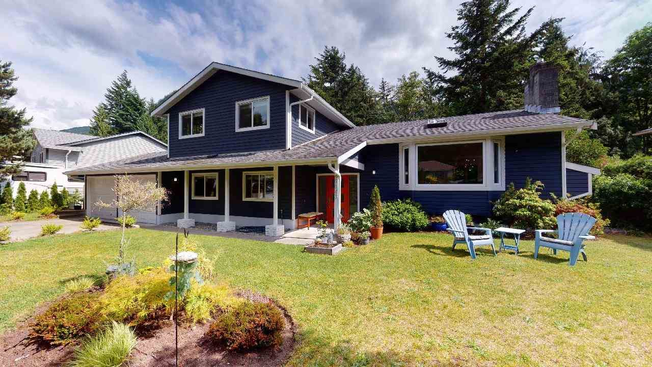 """Main Photo: 40043 PLATEAU Drive in Squamish: Plateau House for sale in """"Plateau"""" : MLS®# R2463239"""