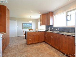 Photo 8: 6711 Welch Rd in SAANICHTON: CS Martindale House for sale (Central Saanich)  : MLS®# 754406
