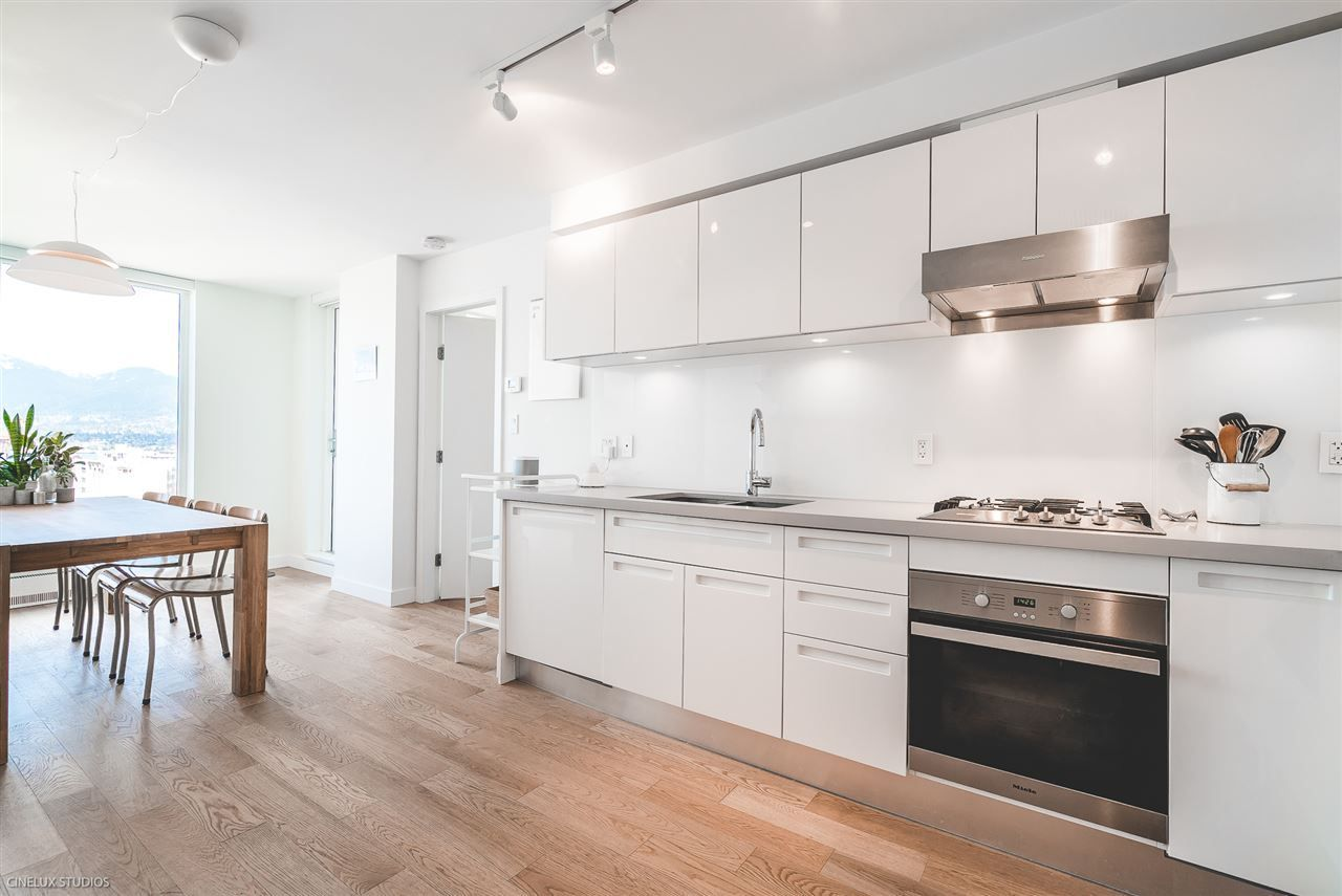 """Photo 2: Photos: 1806 188 KEEFER Street in Vancouver: Downtown VE Condo for sale in """"188 KEEFER"""" (Vancouver East)  : MLS®# R2257646"""