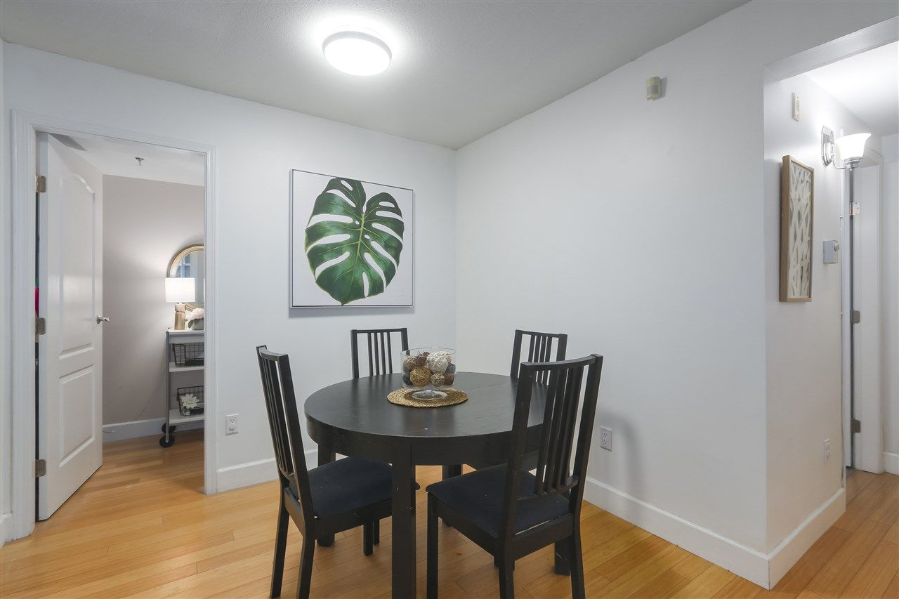 """Photo 3: Photos: 103 657 W 7TH Avenue in Vancouver: Fairview VW Townhouse for sale in """"THE IVYS"""" (Vancouver West)  : MLS®# R2348649"""