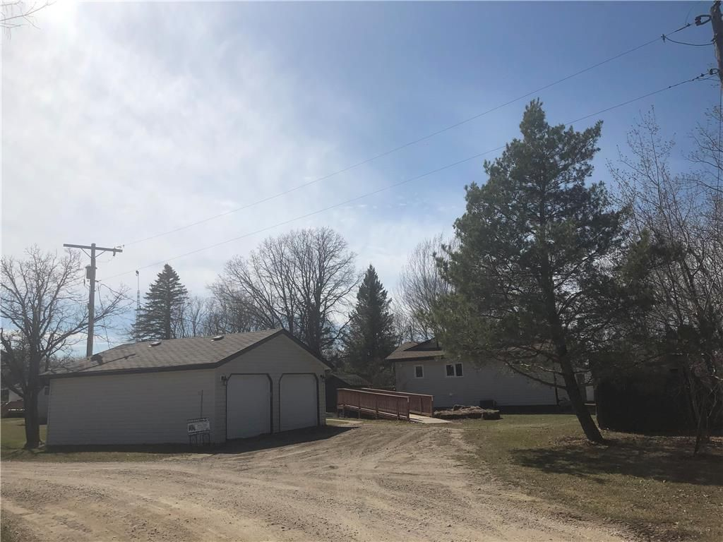 Main Photo: 122 Riverland Road in Lac Du Bonnet RM: RM of Lac du Bonnet Residential for sale (R28)  : MLS®# 202005870