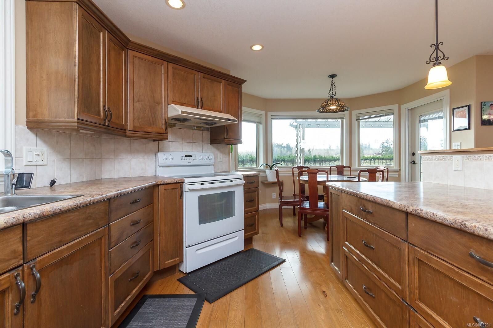 Photo 8: Photos: 1230 Hodges Rd in : PQ French Creek House for sale (Parksville/Qualicum)  : MLS®# 863231