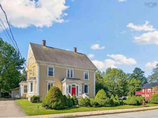 Photo 1: 610 Main Street in Mahone Bay: 405-Lunenburg County Residential for sale (South Shore)  : MLS®# 202121245