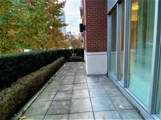 """Photo 2: 39 KEEFER Place in Vancouver: Downtown VW Townhouse for sale in """"The Taylor"""" (Vancouver West)  : MLS®# R2514052"""
