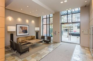 """Photo 11: 2203 977 MAINLAND Street in Vancouver: Yaletown Condo for sale in """"Yaletown Park III"""" (Vancouver West)  : MLS®# R2312985"""