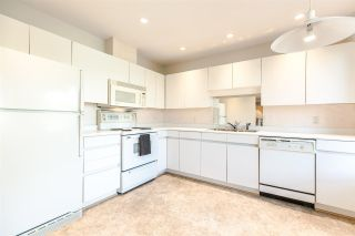 """Photo 10: PH2 611 - 611 W 13TH Avenue in Vancouver: Fairview VW Condo for sale in """"Tiffany Court"""" (Vancouver West)  : MLS®# R2311200"""