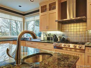 Photo 11: 922 W Garthland Place in VICTORIA: Es Kinsmen Park Residential for sale (Esquimalt)  : MLS®# 331905