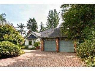 Photo 1: 1615 York Pl in VICTORIA: OB North Oak Bay House for sale (Oak Bay)  : MLS®# 707996