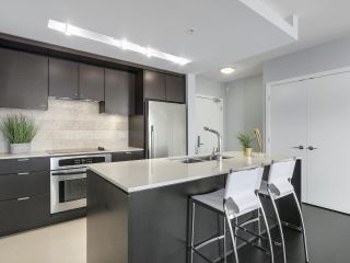 """Photo 6: 1606 1320 CHESTERFIELD Avenue in North Vancouver: Central Lonsdale Condo for sale in """"Vista Place"""" : MLS®# R2355353"""