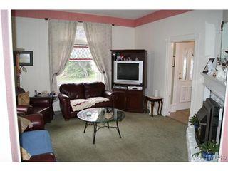 Photo 3: 812 Wollaston St in VICTORIA: Es Old Esquimalt House for sale (Esquimalt)  : MLS®# 702085