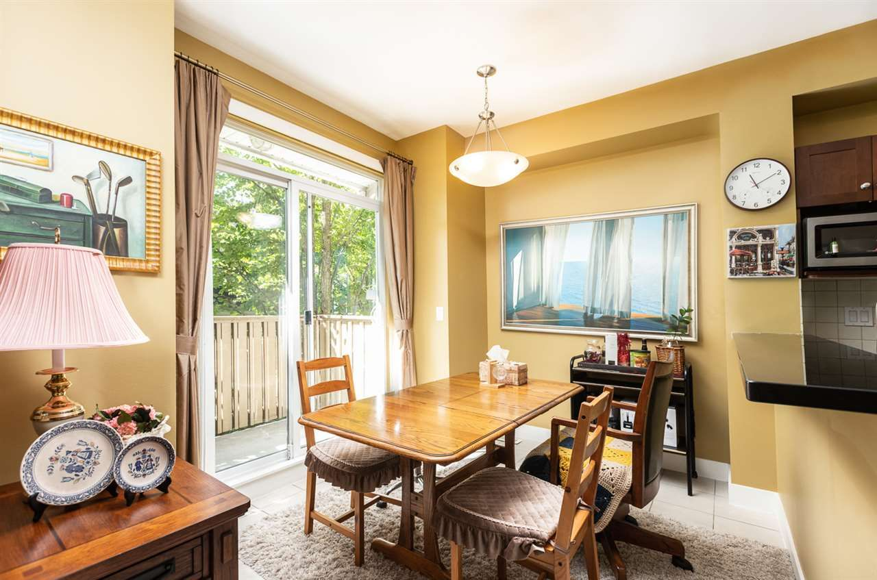 """Photo 3: Photos: 971 WESTBURY Walk in Vancouver: South Cambie Townhouse for sale in """"Churchill Gardens"""" (Vancouver West)  : MLS®# R2488294"""