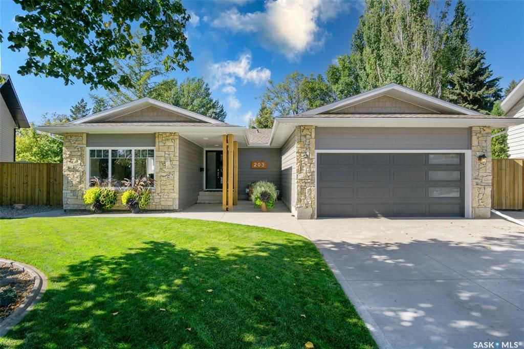 Main Photo: 203 Charlebois Crescent in Saskatoon: Silverwood Heights Residential for sale : MLS®# SK870619