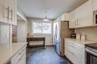 Photo 3: 401 9930 Bonaventure Drive SE in Calgary: Willow Park Row/Townhouse for sale : MLS®# A1097476