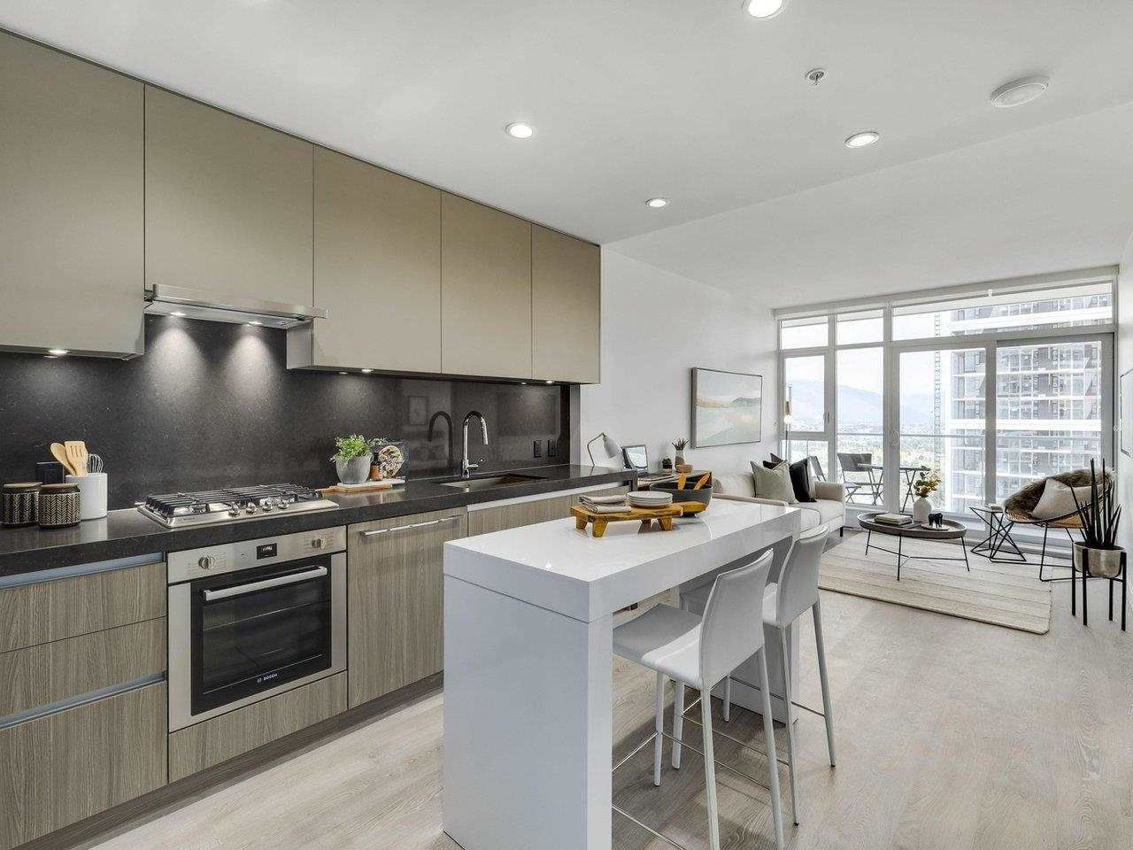 """Main Photo: 2806 6080 MCKAY Avenue in Burnaby: Metrotown Condo for sale in """"Station Square 4"""" (Burnaby South)  : MLS®# R2590573"""