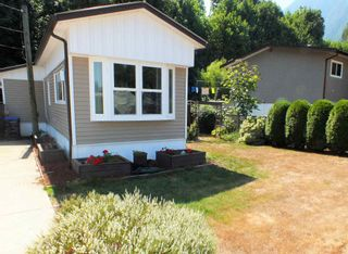 Photo 2: 1 63844 BAILEY Crescent in Hope: Hope Silver Creek Manufactured Home for sale : MLS®# R2607232