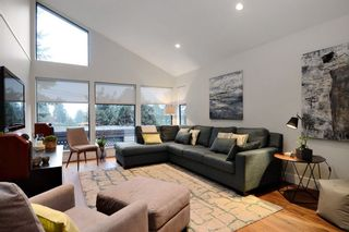 Photo 2: 888 MONTROYAL Boulevard in North Vancouver: Canyon Heights NV House for sale : MLS®# R2134746