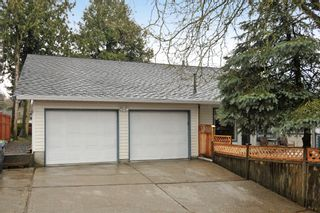 Photo 7: 18055 64TH Avenue in Surrey: Cloverdale BC House for sale (Cloverdale)  : MLS®# F1405345