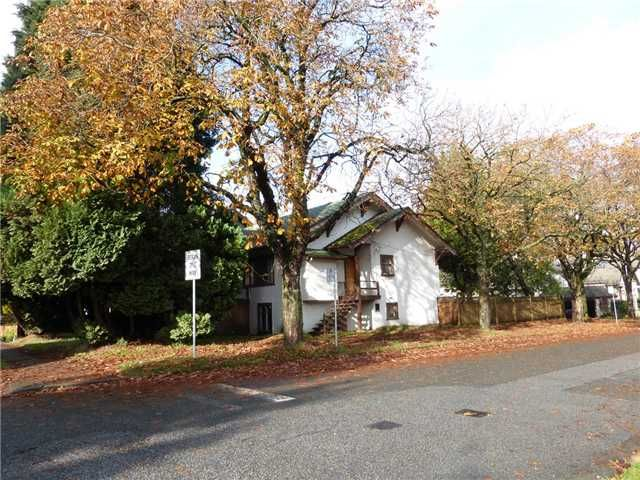 """Main Photo: 305 W 16TH Avenue in Vancouver: Mount Pleasant VW House for sale in """"CAMBIE VILLAGE"""" (Vancouver West)  : MLS®# V1092785"""