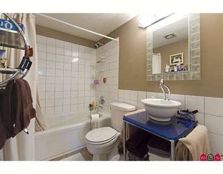 """Photo 8: 205 17661 58A Avenue in Surrey: Cloverdale BC Condo for sale in """"WYNDHAM ESTATES"""" (Cloverdale)  : MLS®# F2906679"""