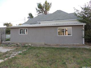 Photo 1: 214 Railway Avenue in Lampman: Residential for sale : MLS®# SK866334