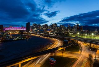 "Photo 19: 1405 120 MILROSS Avenue in Vancouver: Mount Pleasant VE Condo for sale in ""Brighton"" (Vancouver East)  : MLS®# R2299043"