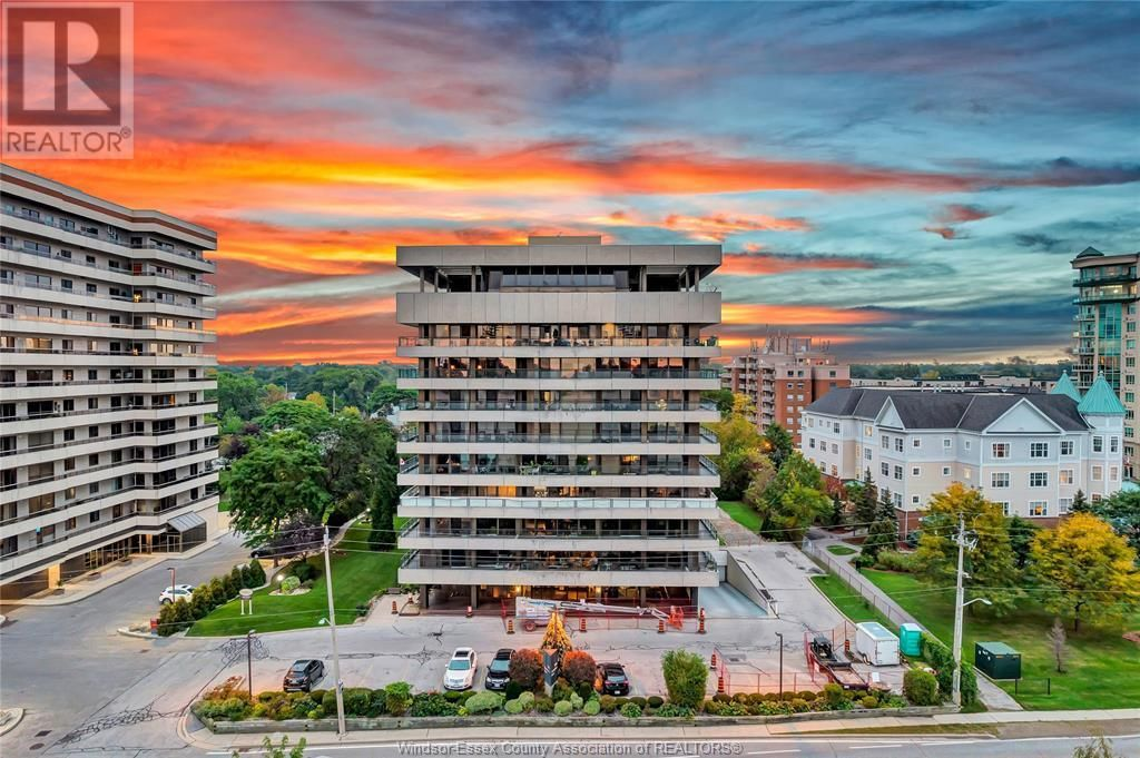 Main Photo: 5125 RIVERSIDE DRIVE East Unit# 200 in Windsor: Condo for sale : MLS®# 21020158