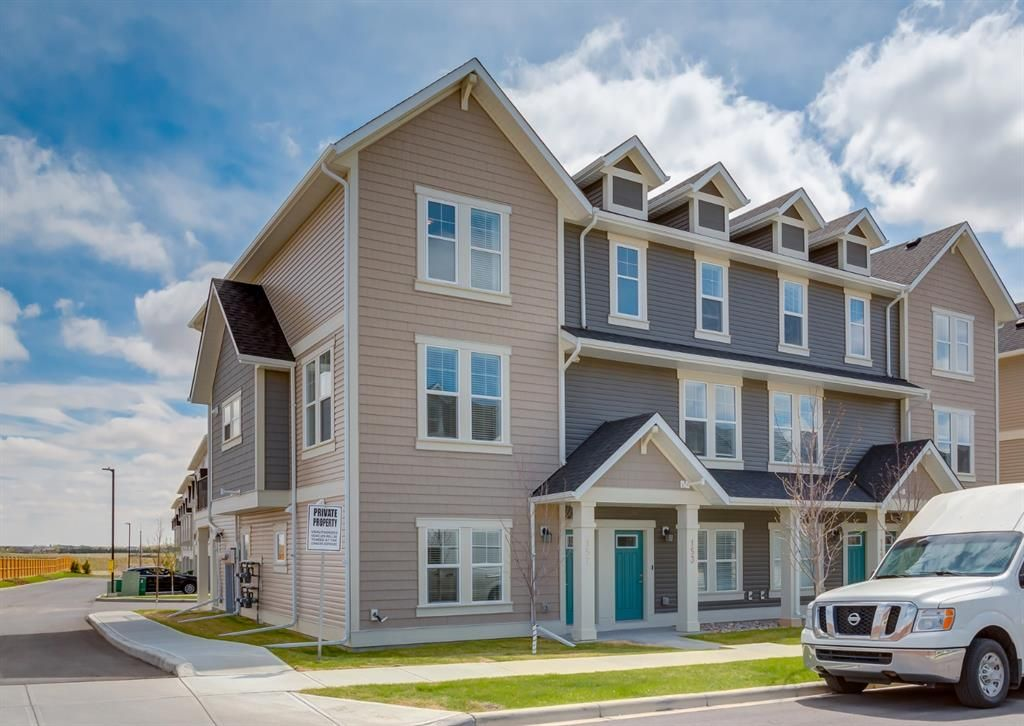 Main Photo: 157 South Point Court SW: Airdrie Row/Townhouse for sale : MLS®# A1111326