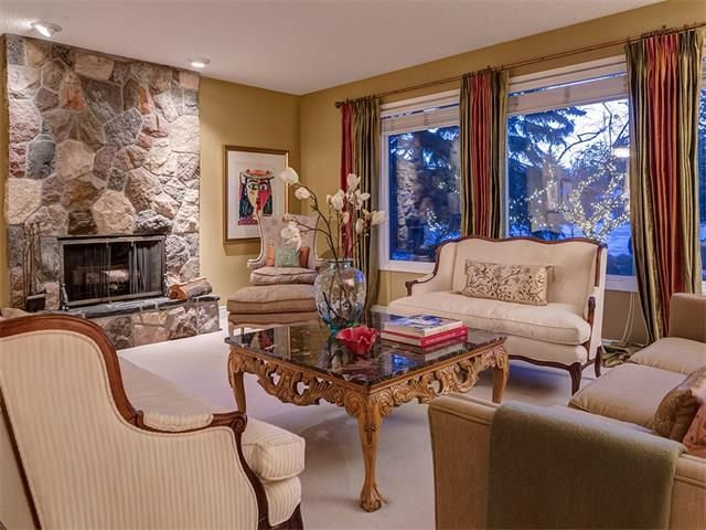 Photo 8: Photos: 7016 KENOSEE Place SW in Calgary: Kelvin Grove House for sale : MLS®# C4055215