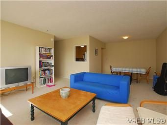 Photo 2: Photos: 111 1490 Garnet Rd in VICTORIA: SE Cedar Hill Condo for sale (Saanich East)  : MLS®# 575879