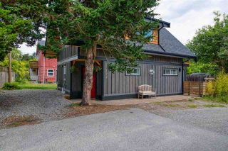 """Photo 2: 723 DOGWOOD & BLACKBERRY LANE Road in Gibsons: Gibsons & Area House for sale in """"Bay area"""" (Sunshine Coast)  : MLS®# R2593511"""
