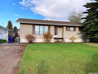 Photo 1: 405 McGillivray Street in Outlook: Residential for sale : MLS®# SK854940
